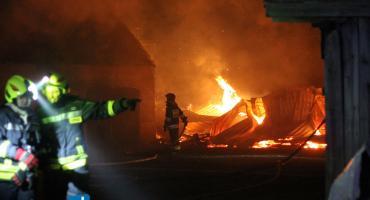 Duży pożar zabudowań w gminie Miastkowo [FOTO]