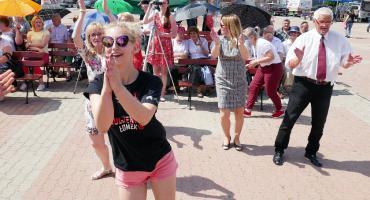Jak seniorzy ze studentami na Starym Rynku tańcowali! [VIDEO i FOTO]