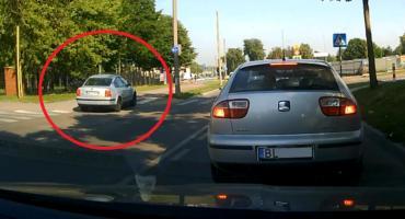 Łomża: Passatem po chodniku - nagranie trafiło do policjantów [VIDEO]