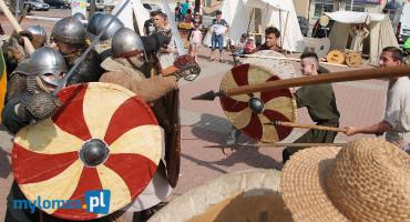 Walki wojów na Jarmarku Średniowiecznym w Łomży [VIDEO i FOTO]