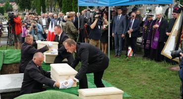 Polscy żołnierze spoczęli na łomżyńskim cmentarzu [FOTO]