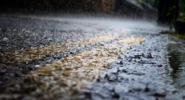 Pogoda znowu się zmieni. IMGW ostrzega przed silnym deszczem z burzami