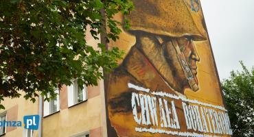 Łomża: Tak prezentuje się mural upamiętniający obrońców Ojczyzny [VIDEO i FOTO]