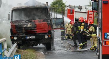 Ciężarówka w ogniu! Pożar w gminie Piątnica [FOTO]