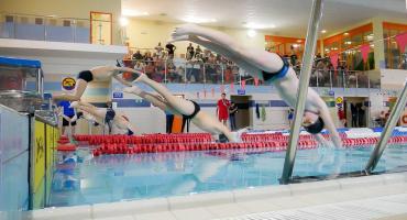 Uczniowie szkół średnich zmierzą się w pływaniu. Ruszyły zapisy