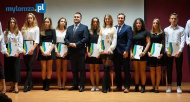 Stypendia i nagrody trafiły do uczniów łomżyńskich szkół [VIDEO i FOTO]