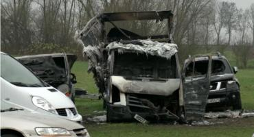 Wielki pożar w komisie. Spłonęło kilkanaście samochodów [VIDEO]