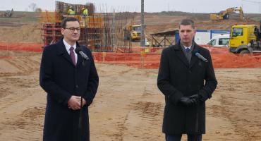 Via Baltica: Premier Mateusz Morawiecki z wizytą na terenie budowy S-61 [VIDEO i FOTO]