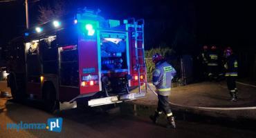 Łomża: Policjant uratował mężczyznę z płonącego domu