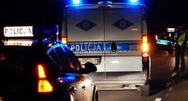 Złodziej próbował zepchnąć policjantów z drogi