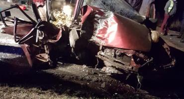 Pijany kierowca wjechał w drzewo. Zginął pasażer