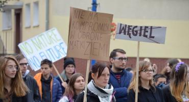 """""""Nie chcemy obietnic, chcemy działania"""". Młodzieżowy Strajk Klimatyczny w Pile"""