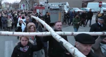Droga Krzyżowa ulicami miasta - relacja filmowa