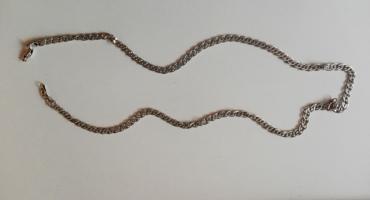 Znaleziono srebrny łańcuszek