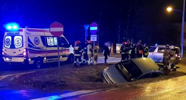 Wypadek – potrącił na pasach kobietę i zjechał do rowu