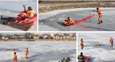 Jak pomóc, gdy pod kimś załamał się lód? Bezpieczne Ferie 2019