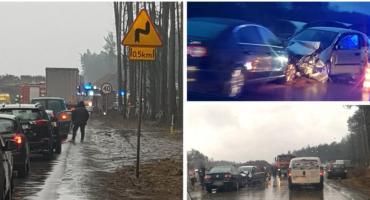 Wypadek na DK 17 – zderzenie 3 aut – droga zablokowana