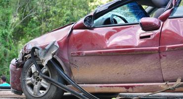 Samochód w rowie – kierowca był kompletnie pijany