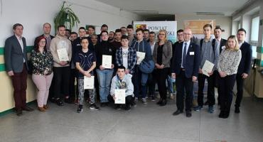 Uczniowie z Miętnego na podium w Ogólnopolskim Konkursie Wiedzy o Energetyce Odnawialnej