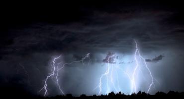 Alert RCB – Silny wiatr, burze i grad