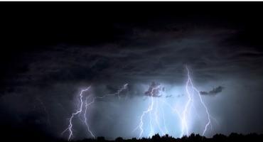 Uwaga, ostrzeżenie! Silne burze, miejscami z gradem – Alert RCB