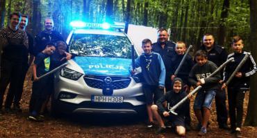 Policjanci sprawdzają harcerskie obozowiska