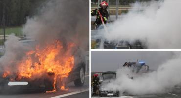 Pożar samochodu na drodze S17