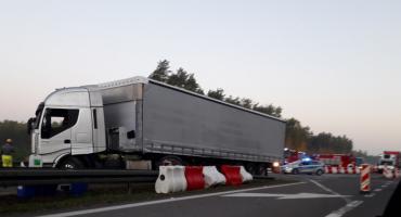 Ciężarówka uderzyła w bariery i zablokowała wjazd na S17