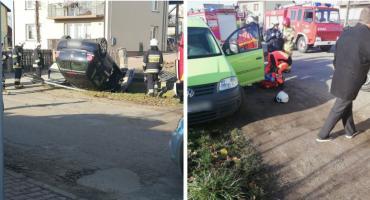 Wypadek na DW 807 – Jeden samochód dachował