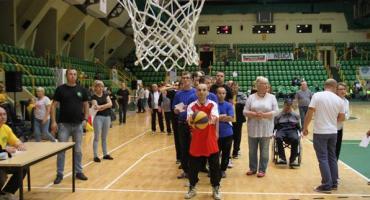 Niepełnosprawni rywalizują w Hali Widowiskowo-Sportowej