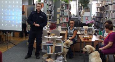 Cwaniak, Marat i Iskra w bibliotece