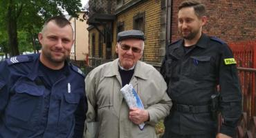 Policjanci pomogli sędziwemu Seniorowi dotrzeć do domu