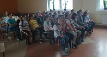 O reagowaniu na przemoc i odpowiedzialności nieletnich rozmawiali z policjantkami