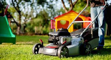 Jak zadbać o swój trawnik w okresie jesienno-zimowym