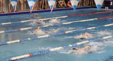 Młodzież rywalizowała na pływalni Delfin