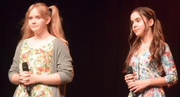 Ostatki z piosenką - śpiewają lokalne talenty - Alicja Jabłońska i Weronika Melzacka