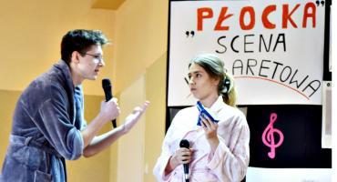 """Scena """"Płocka"""" - w skeczu: Aleksandra Rybicka i Piotr Załęcki"""