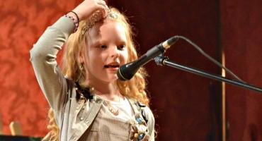 Poetycznie i śpiewająco w GOK - na scenie Maria Oryszewska