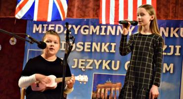 Poetycznie i śpiewająco w GOK - na scenie Ewelina Rasińska i Magdalena Zaleska