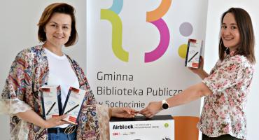 Dron i drukujące pióra dla biblioteki