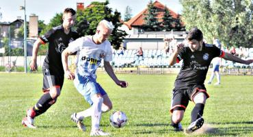 Ostatnia piłkarska sobota - Błękitni i Korona wygrywają i utrzymują A klasę!