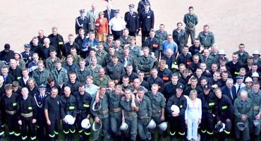 LATO Z RETRO - powiatowy finał zawodów strażackich 2004 rok