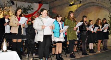 """Koncertujemy niepodległościowo - śpiewowisko w czerwińskiej bazylice """"Marsz, marsz Polonia"""""""