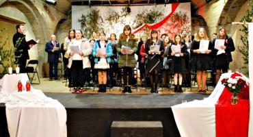 """Koncertujemy niepodległościowo - śpiewowisko w czerwińskiej bazylice """"Póki Polska żyje w nas"""""""