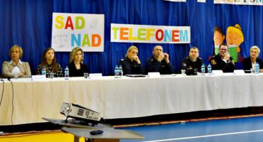 Blaski i cienie życia z telefonem, czyli debata profilaktyczna w SP 1 Płońsk