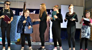 Bo radość jest w nich - na scenie grupa z internatu SOSW Płońsk