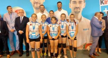 """Młode siatkarki Rekordu tuż za podium w finale ogólnopolskiego turnieju """"Kinder+Sport"""""""