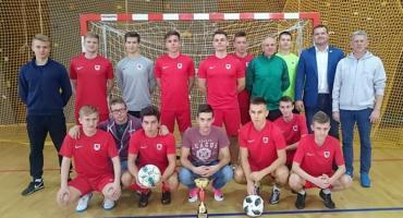 """Piłkarze z """"Czerwoniaka"""" wygrali puchar dyrektora Zespołu Szkół Nr 1"""