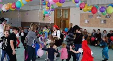Dzieci bawiły się na balu karnawałowym [foto+video]