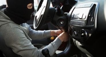 756 kradzionych aut miesięcznie w 2018. Porównywarka IZI podpowiada, jak ubezpieczyć auto na wypadek